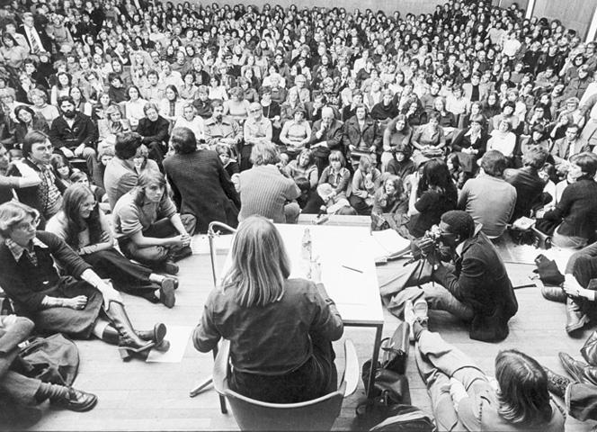"""Lesung 1975 zum """"Kleinen Unterschied""""."""