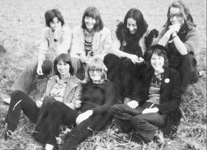 """""""Les Filles"""", die Mädchen vom MLF (ich Mitte unten)."""