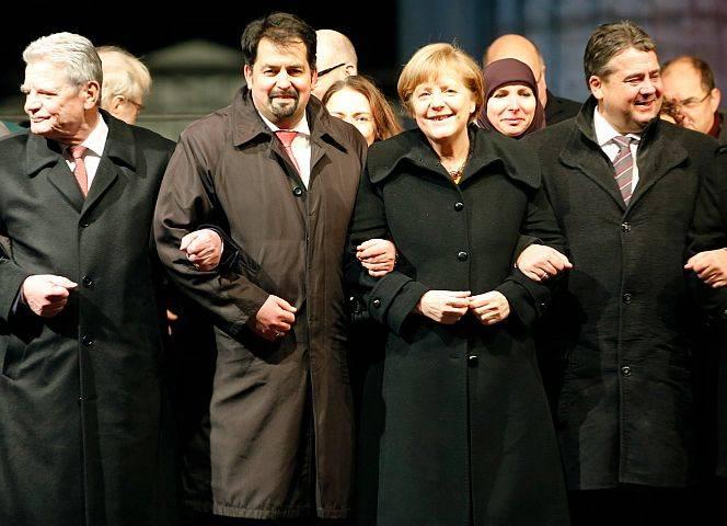 Gauck, Mazyek, Merkel und Gabriel bei der Mahnwache am 13.1. vor dem Brandenburger Tor.