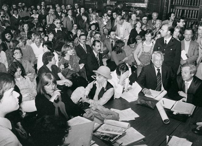 Alice Schwarzer, Inge Meysel und Henri Nannen am 14. Juli 1978 im überfüllten Verhandlungssaal.