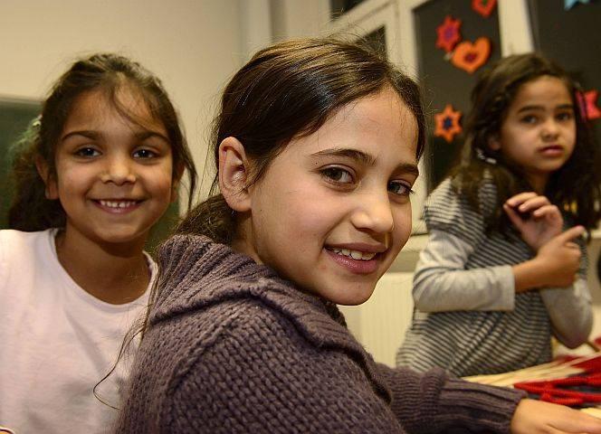 Mädchen in einem Flüchtlingsheim in Essen (im Dezember 2014). - © Ralph Lueger /imago